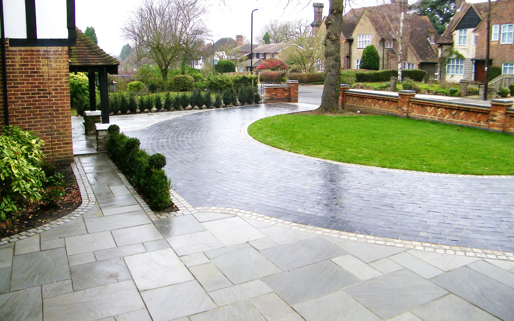 Driveway paving melbourne for Paved garden designs